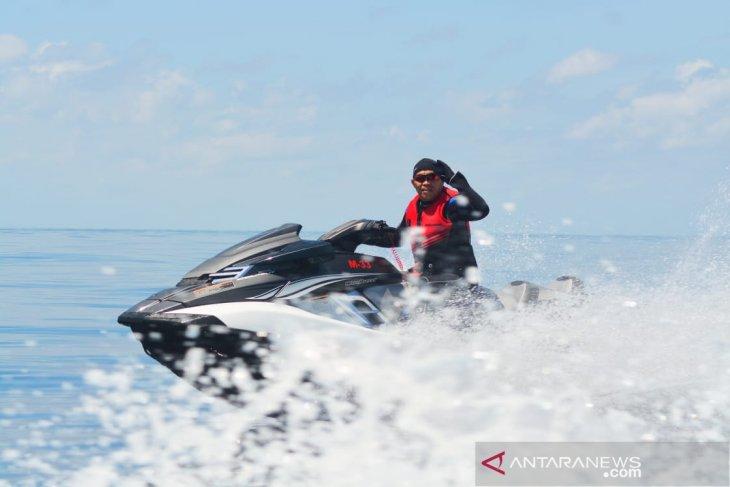 Kapolda Maluku menyusuri perairan untuk memupuk cinta