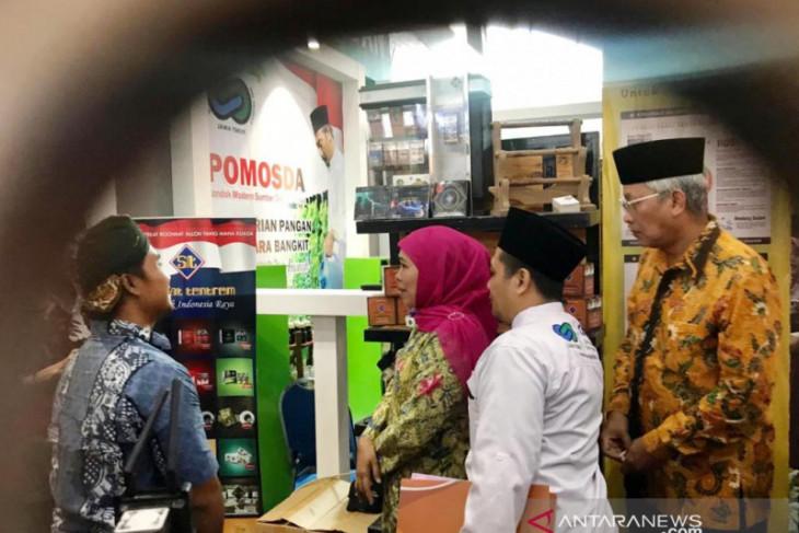 Khofifah: pameran produk pesantren kuatkan ekonomi masyarakat Jatim