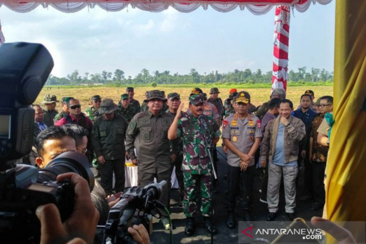 156 Indonesian paratroopers join drill in Papua