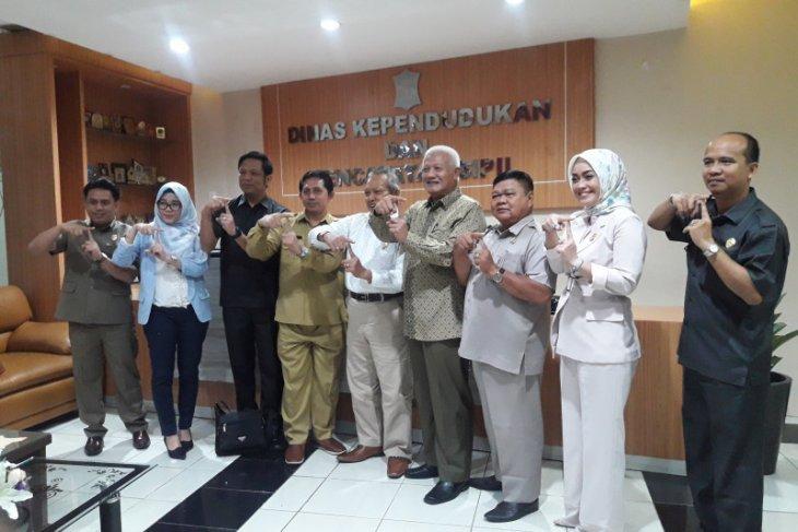 Komisi I DPRD Tabalong kunker ke  Disdukcapil Kota Surabaya