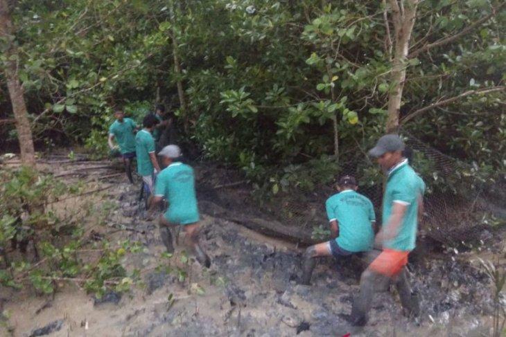 Warga Desa Sungai Duri dilatih budi daya kepiting bakau