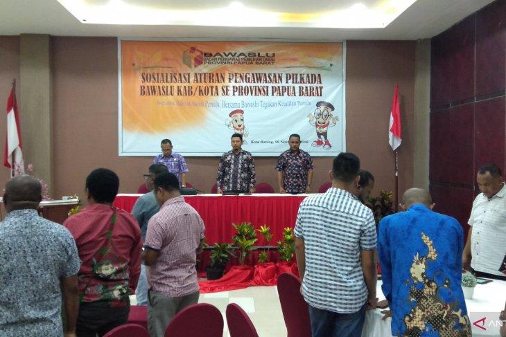 Bawaslu Provinsi Papua Barat sosialisasi aturan pengawas Pilkada