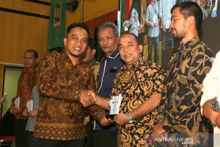Antara Aceh terima penghargaan KIP