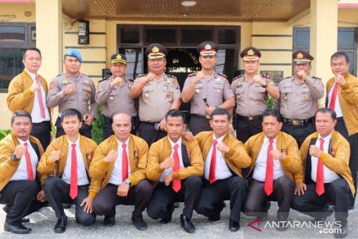 Kapolres Tanjungbalai beri penghargaan personel berprestasi