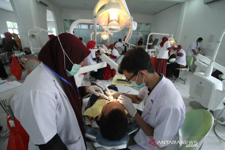 FKG Unsyiah  beri pengobatan gratis