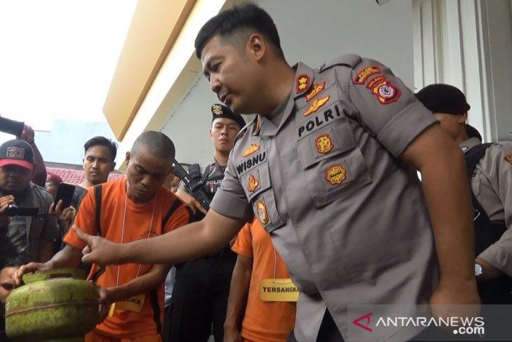 Polres Sukabumi Kota tangkap pelaku pengoplos gas subsidi