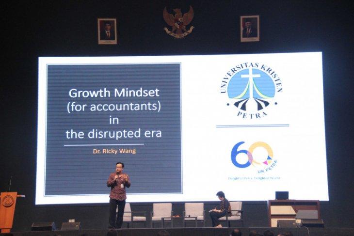 Kenalkan akuntansi ke mahasiswa, UK Petra hadirkan akuntan Indonesia dan Australia