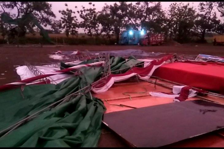 Angin kencang terjang sejumlah desa di Mojokerto