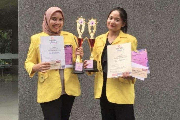 Mahasiswa Vokasi Humas UI juara kompetisi Bahasa Inggris