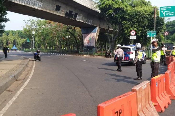 Menyusul ledakan, polisi tutup sebagian jalan kawasan Monas