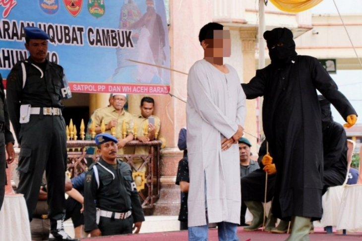 Terpidana persetubuhan dan judi di Aceh Barat gagal tuntaskan eksekusi cambuk