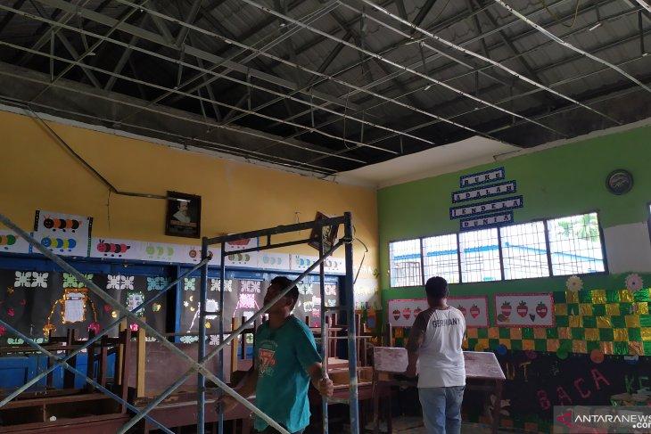 Atap gedung SDN di Pancurbatu ambruk, 36 siswa dan 1 guru tertimpa