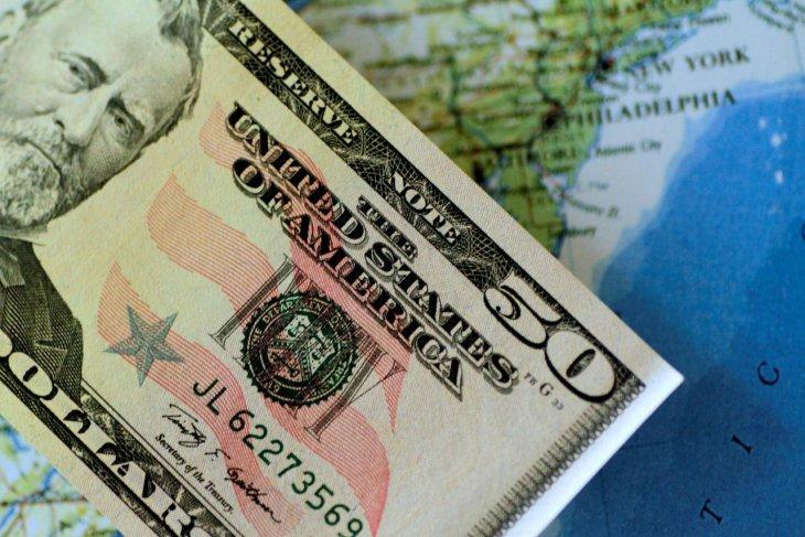 Kurs dolar AS jatuh terseret pelemahan data ekonomi