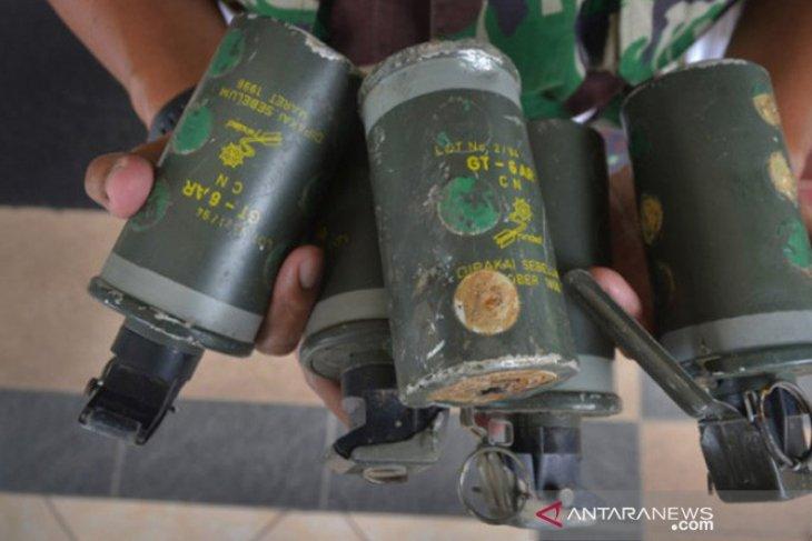 DPR: Granat asap tidak bisa meledak, tolong jelaskan insiden di Monas