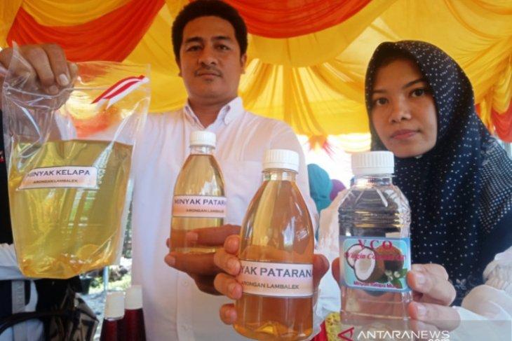 Wanita tani Aceh Barat mulai produksi minyak kelapa murni untuk kesehatan