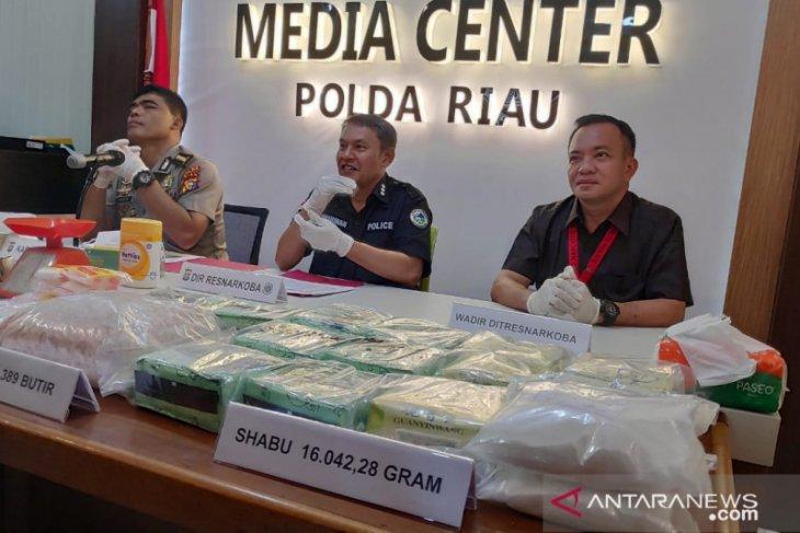 Polda Riau  gagalkan peredaran  31,8 kilogram sabu-sabu