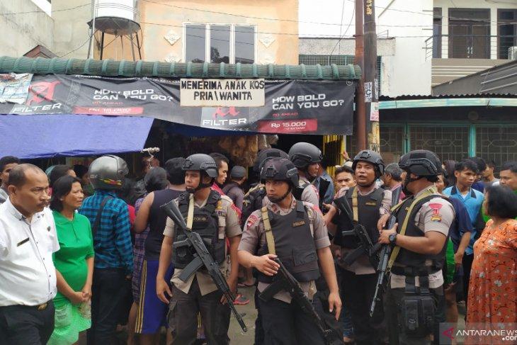 Pelaku pembunuhan di Medan tulis pesan di dinding dengan darah korban