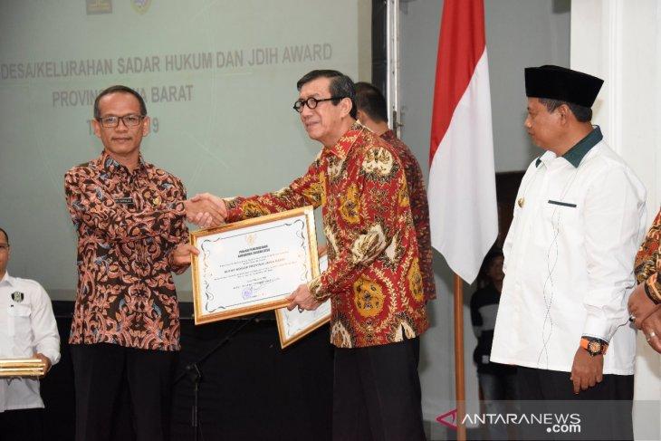 Pemkab Bogor terima Penghargaan Desa Sadar Hukum dari Yasonna Laoly