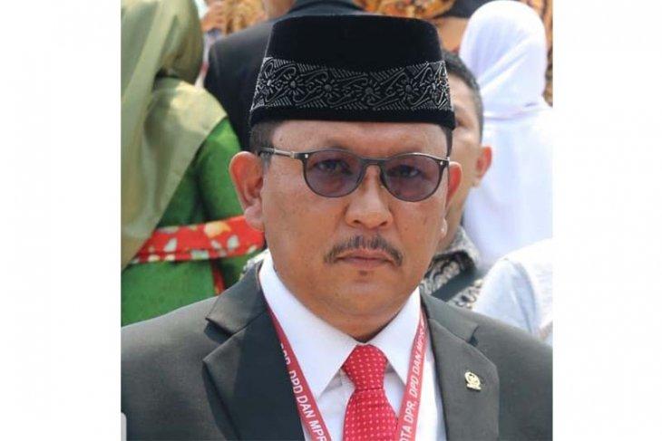 Legislator minta pemerintah tuntaskan jalan lintas Barat Aceh-Sumut