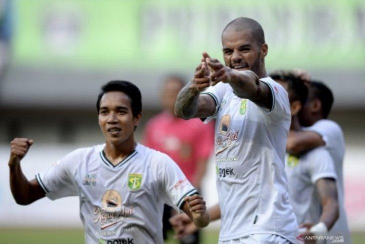 Persebaya tundukkan Bhayangkara FC dengan skor 4-0