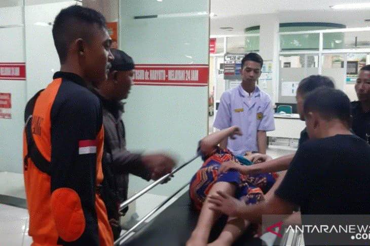 Angin kencang terjang Lumajang saat pawai budaya, sejumlah warga terluka