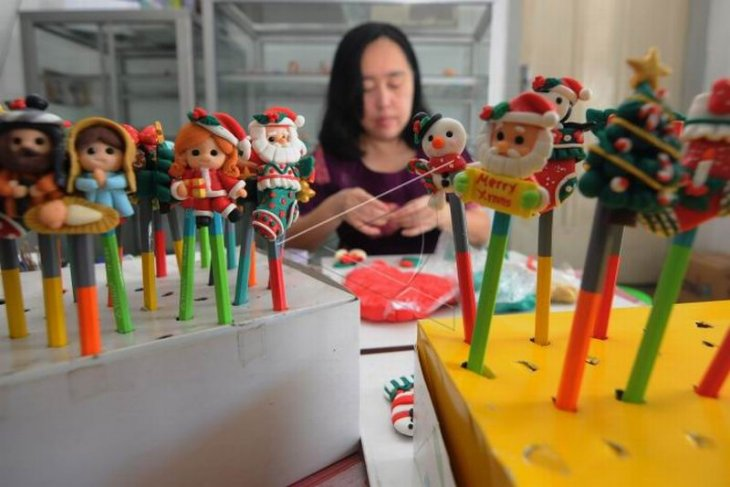 Kerajinan hiasan pensil bertema Natal