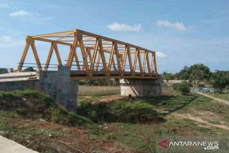 Pembangunan Jembatan Kuning terhenti, warga Muaragembong mengeluh
