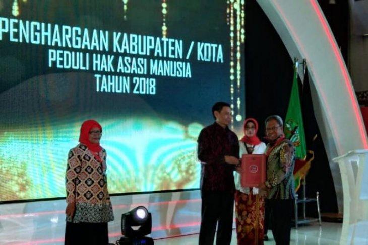Ambon dianugerahi penghargaan sebagai kota peduli HAM