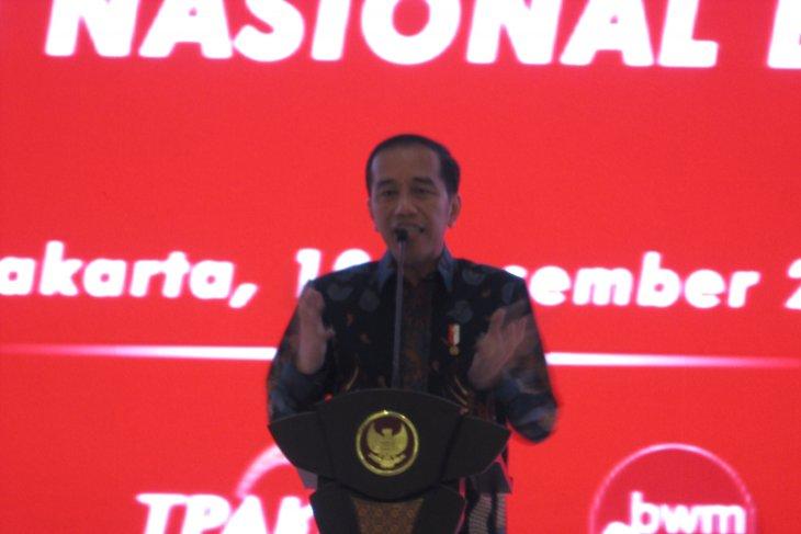 Jokowi stresses on raising financial literacy to boost micro economy