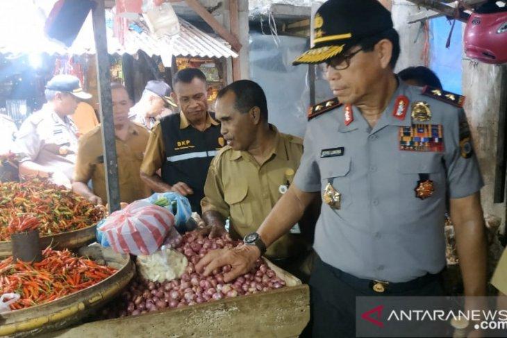 Kapolda Maluku sidak ketersediaan bahan pokok di pasar tradisional
