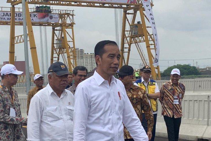Jokowi promises smoother new Jakarta-Cikampek highway