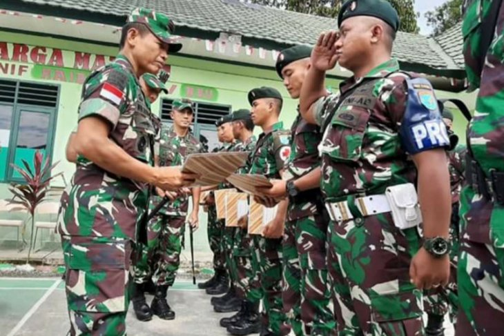 Indonesian army seizes crystal meth smuggled from Malaysia