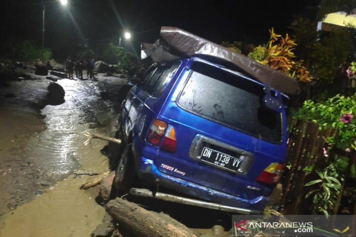 Mud flood in Central Sulawesi claims two lives