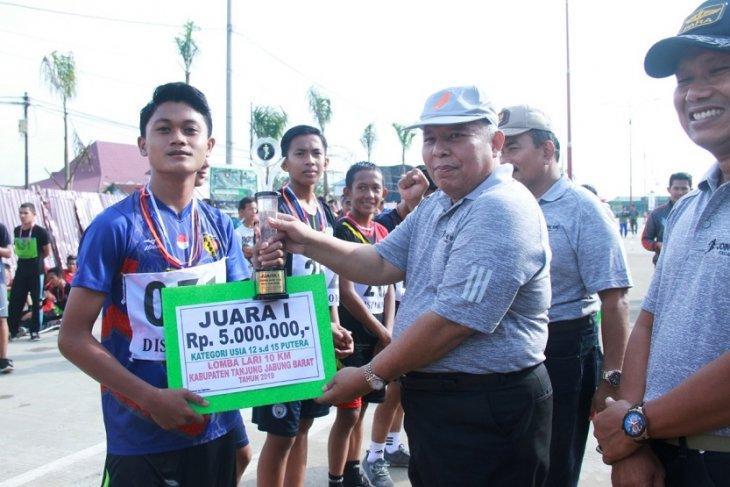 Ratusan pelari junior Tanjabbar ikuti lomba lari 10K