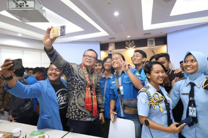 Minister Edhy Prabowo encourages young generation to start business