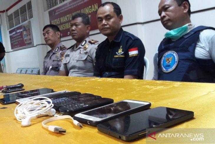 Sidak Lapas Gunung Sindur Bogor, petugas temukan ponsel hingga pisau