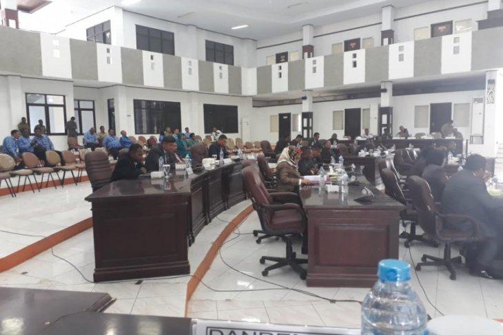 Catatan Fraksi PDIP dan Demokrat terhadap APBD kabupaten Sorong