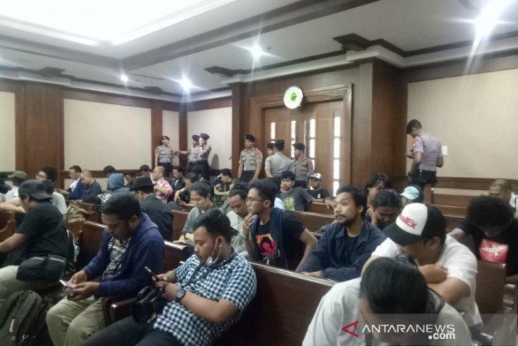 Sidang dakwaan aktivis  Surya Anta CS digelar dengan pengawalan ketat