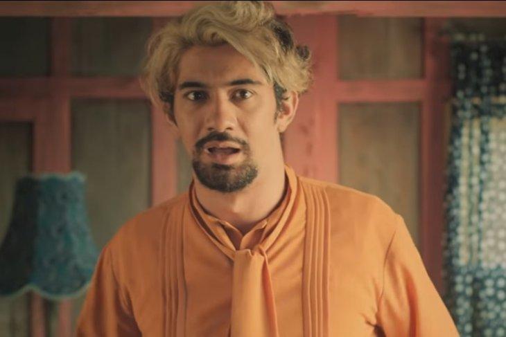 Gaya rambut Reza Rahadian dalam Abracadabra/Foto tangkapan layar via Antara
