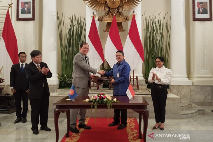 Indonesia gives grant of Rp7.5 billion to help Myanmar refugees
