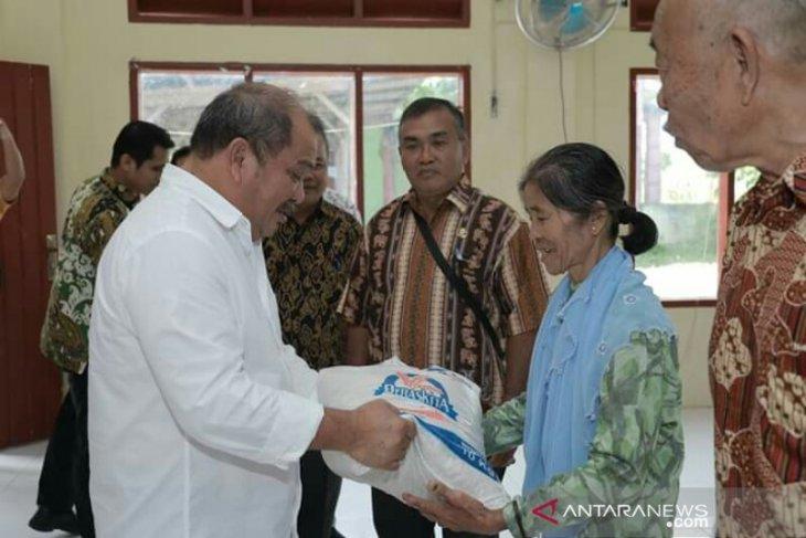 1.666 keluarga di Kota Gunungsitoli terima bantuan beras