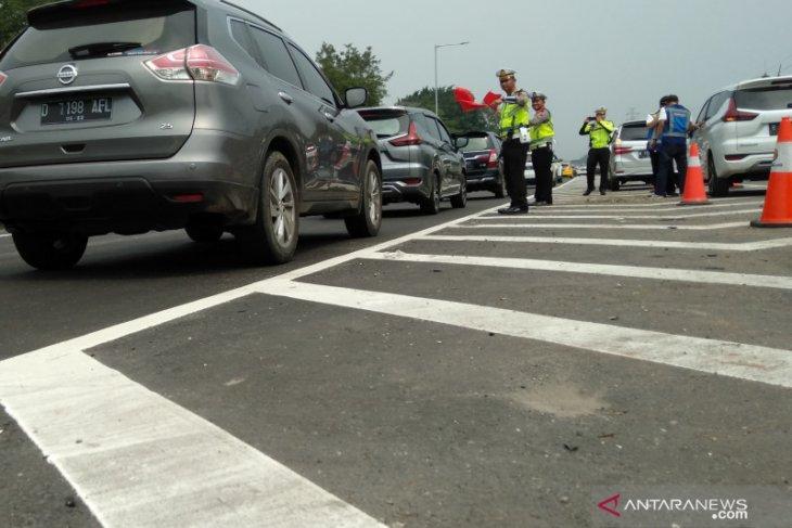 Tol Jakarta-Cikampek padat di beberapa titik hari ini