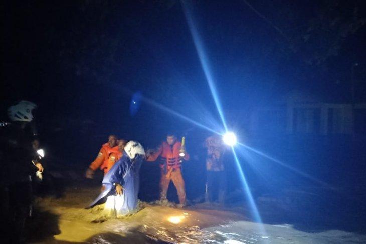 Tim SAR menyisir lokasi banjir Wasior Teluk Wondama