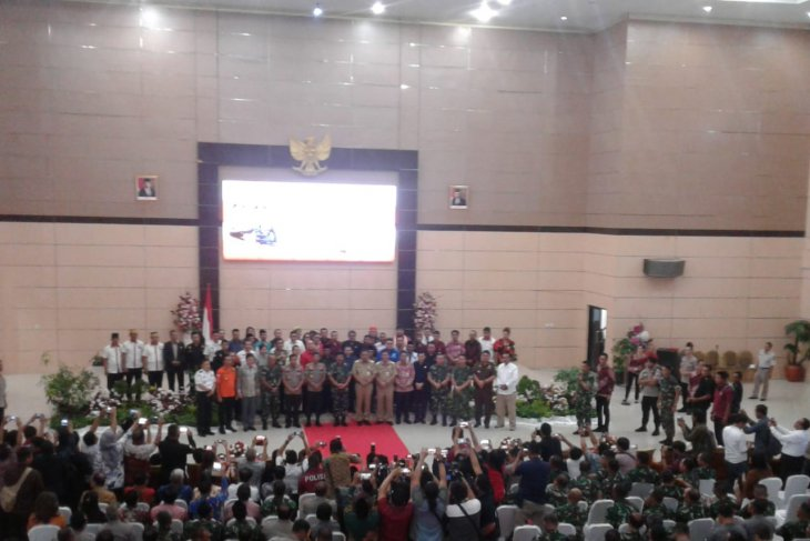 Kapolri dan Panglima TNI tatap muka dengan masyarakat Sulut