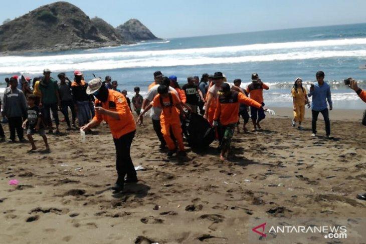 Meninggal Wisatawan Terseret Ombak Pantai Payangan Jember