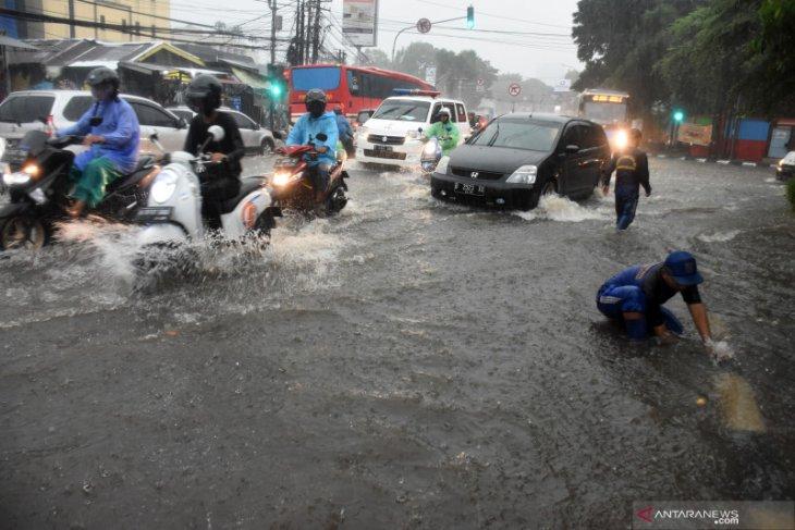 Banjir terjadi sejumlah lokasi di Jakarta Selatan