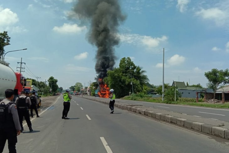 Truk isi CNG terbakar di Mojokerto