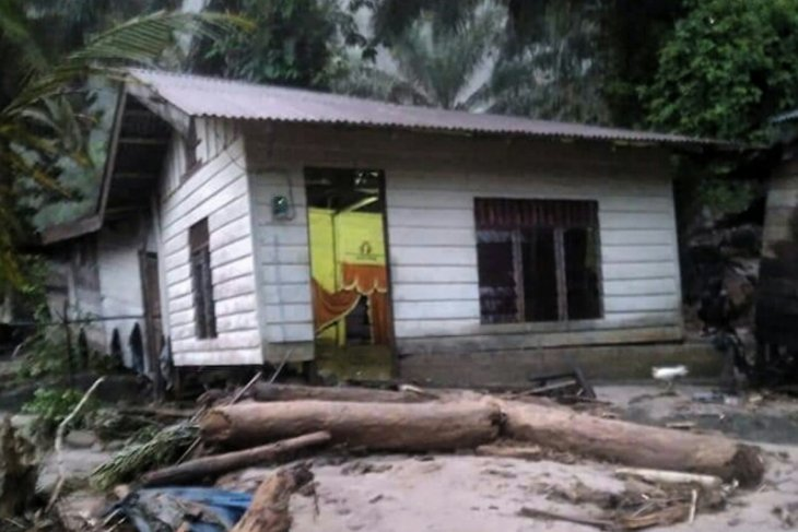 Banjir bandang melanda Labuhanbatu Utara