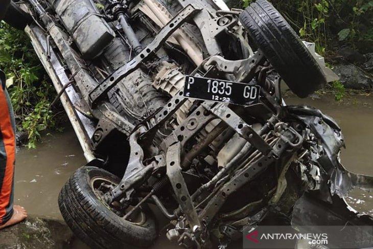 Mobil masuk jurang, dua penumpang tewas di lokasi kejadian