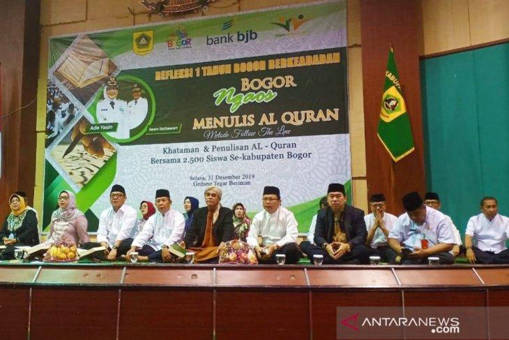 Ade Yasin bersama 2.500 siswa khataman Al Quran sambut tahun baru